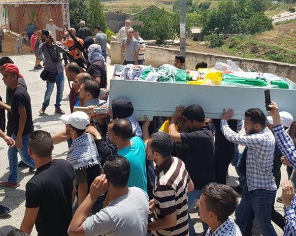 جماهير غفيرة تشيع جثمان الشهيد الفتى عدي أبو خليل