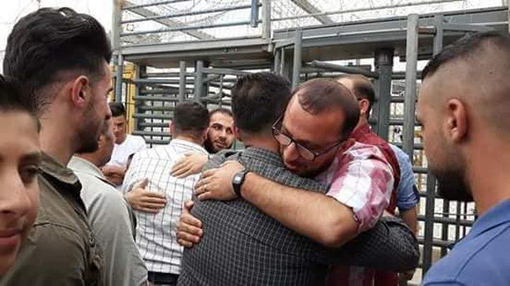 الاحتلال يفرج عن صحفيي إذاعة السنابل