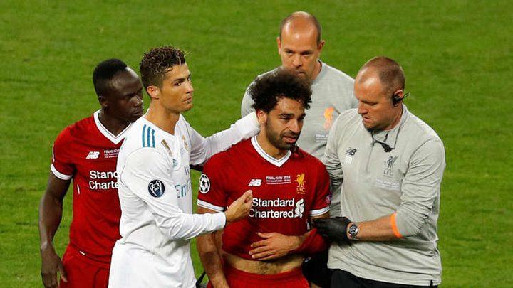محمد صلاح يتعرض لإصابة ويغادر النهائي باكيا