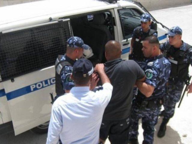القبض على عصابة تروج شيكات غير قانونية