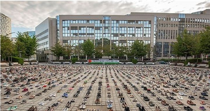 آلاف الأحذية أمام مجلس الاتحاد الأوروبي دعما لفلسطين