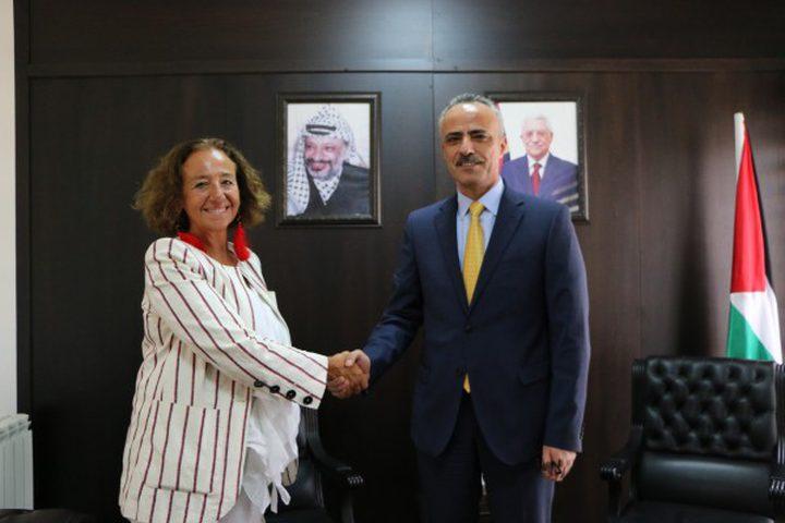 أبو دياك يبحث مع مديرة الوكالة الإيطالية للتعاون الإنمائي سبل تعزيز التعاون