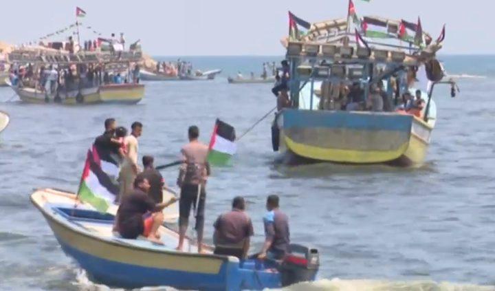 """زوارق الاحتلال تحاصر """"سفينة الحرية"""".. وانقطاع الاتصال"""