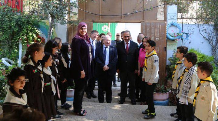 """طلبة فلسطين يستعرضون إبداعاتهم ومواهبهم أمام وزير """"التنمية"""" البريطاني"""