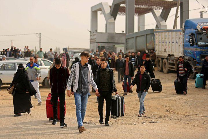مغادرة حافلتين عبر معبر رفح البري