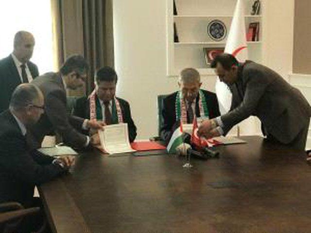 وزير الصحة يوقع اتفاقية تشغيل لمشفى فلسطين - تركيا للصداقة في قطاع غزة