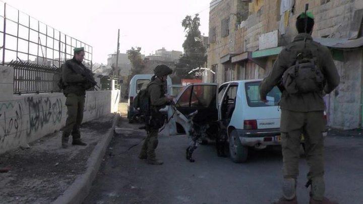 الاحتلال يعتقل مواطنا بزعم العثور على سلاح في سيارته