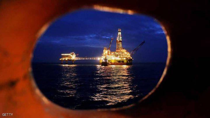 النفط يقفز بعد ضغوط من تقارير أوبك
