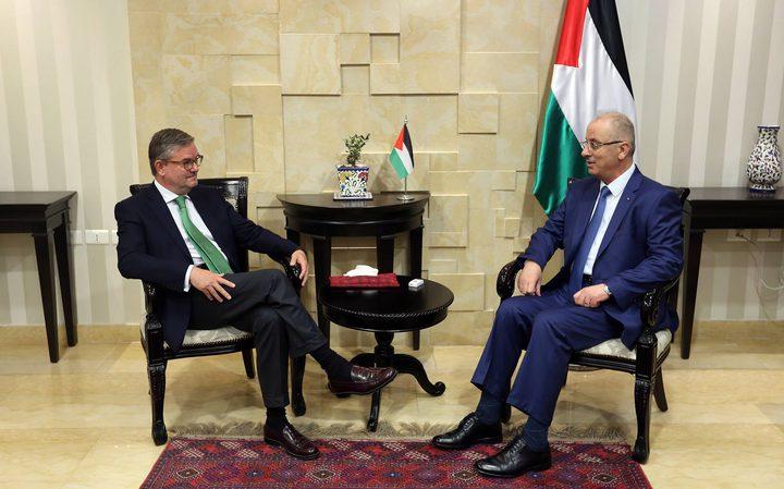 الحمد الله يبحث مع المفوض الأوروبي لشؤون الأمن آخر التطورات السياسية