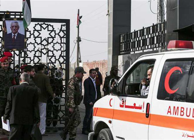 ثلاثة جرحى من قطاع غزة يصلون القاهرة للعلاج