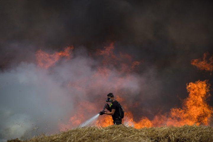 الإحتلال يستعين بطائرات هليوكبتر وفرق الاطفاء للسيطرة على النيران المشتعلة في المستوطنات