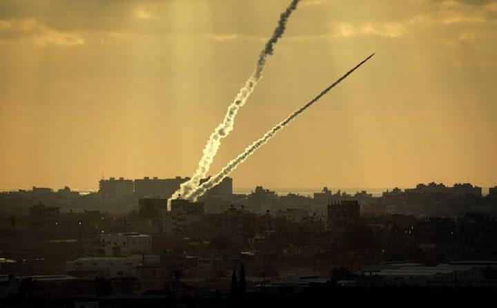 الإحتلال يزعم أن القبة الحديدية اعترضت صاروخًا أطلق من غزة وآخرى سقطت بمناطق مفتوحة