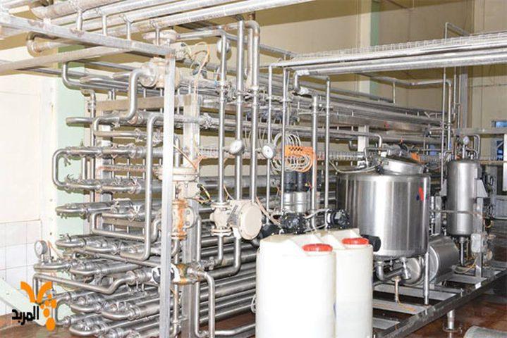 الخليل: إيقاف معمل لتصنيع الألبان عن العمل