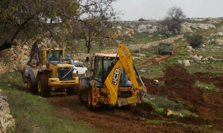 مستوطنون يجرفون أراضي زراعية جنوب نابلس