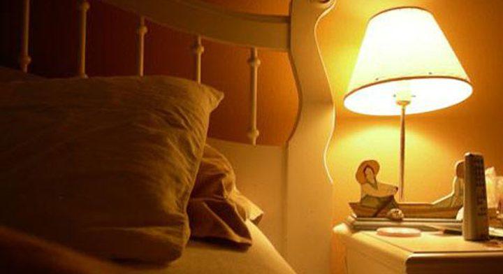 ما هي خطورة النوم في غرفة مضيئة ؟