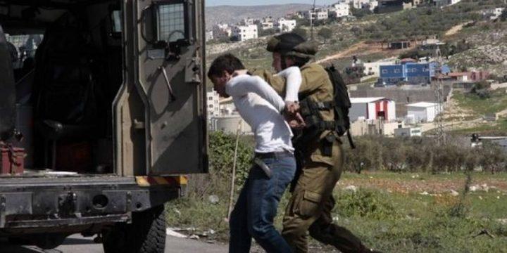 الاحتلال يعتقل شابا من بيت أمر على حاجز عسكري طيّار