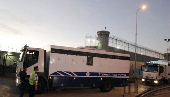 سجناء فلسطينيون في منشأة لاحتجاز الأفارقة