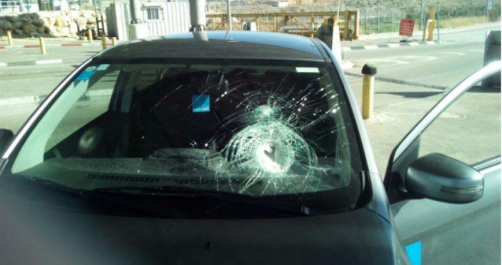 الاحتلال يزعم تضرر مركبات للمستوطنين جراء رشقها بالحجارة في القدس