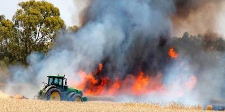 """يديعوت: اندلاع النيران في كيبوتس """"نير عام"""" بفعل طائرة ورقية حارقة"""