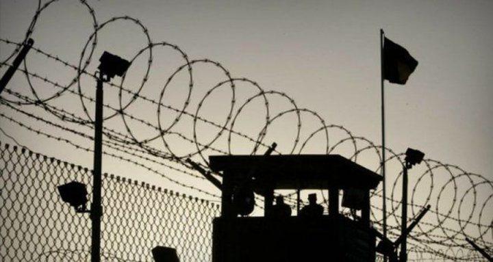 4 أسرى يدخلون أعواماً جديدة داخل سجون الاحتلال