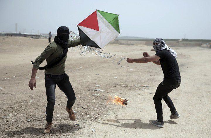 طائرات الاحتلال تستهدف مطلقي الطائرات الورقية