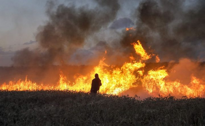 """الاحتلال: أطلقنا """"نيرانًا تحذيرية"""" باتجاه مُطلقي بالونات حارقة بغزة"""