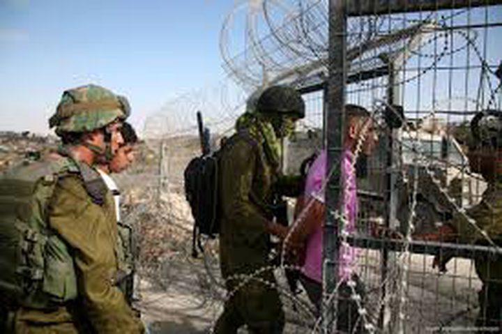 الاحتلال يعتقل ثلاثة مواطنين في قطاع غزة