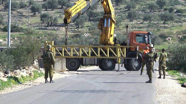 """الاحتلال ينصب بوابات حديدية و""""كونتنرات"""" جنوب بيت لحم"""