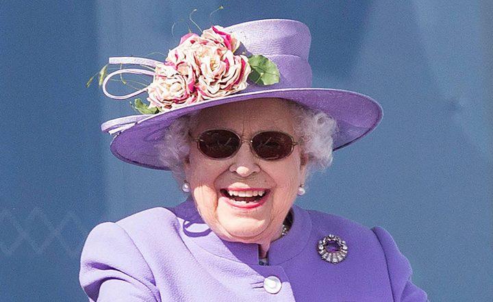 هذا المرض أجبر الملكة إليزابيث على وضع النظارات... ما علاقة ميغان ماركل؟