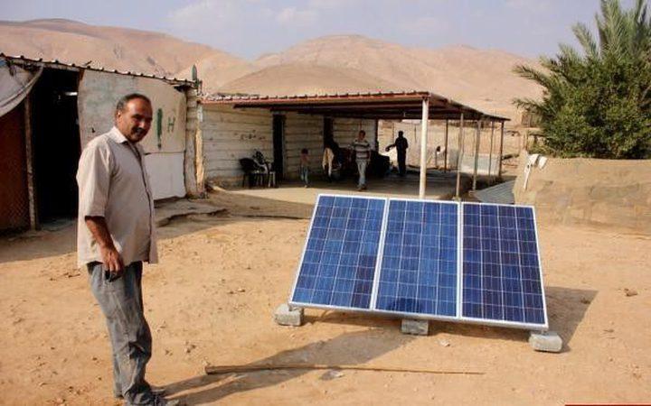 الاحتلال يخطر بوقف عمل خلايا شمسية في الأغوار الشمالية