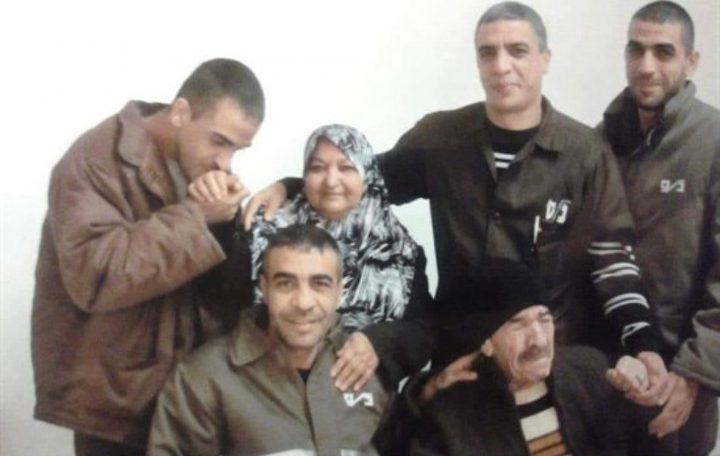 """الاحتلال يسلّم """"خنساء فلسطين"""" قرارا بهدم منزلها"""