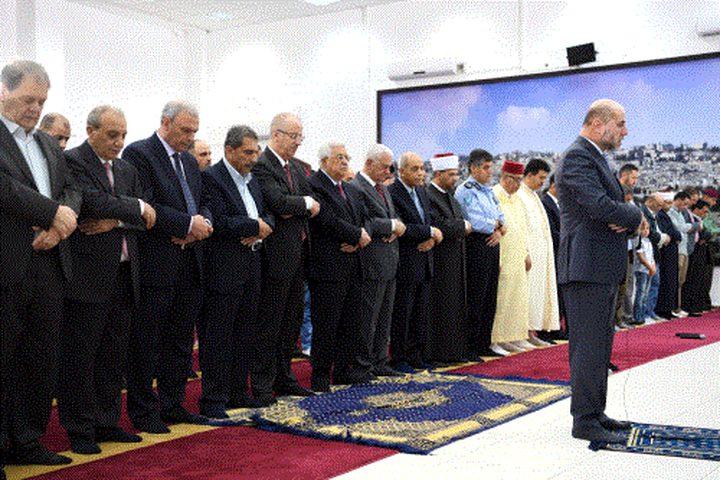 الرئيس يؤدي صلاة العيد بمسجد التشريفات بمقر الرئاسة