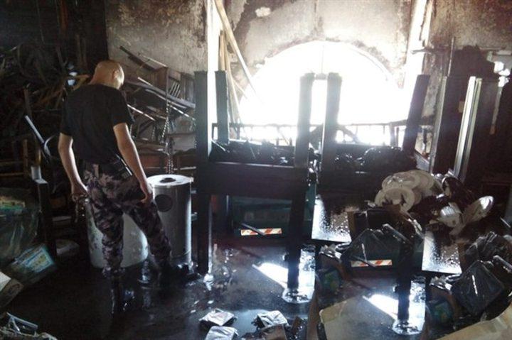 بالصور.. إنقاذ 100 شخص إثر حريق بمطعم في بيت جالا