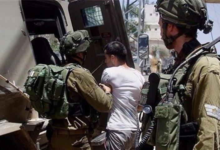 الاحتلال يعتقل شابا وطفلين من مخيم الجلزون