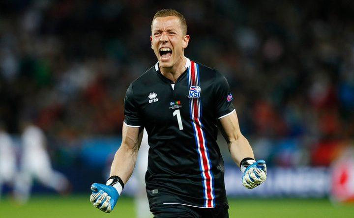 حارس مرمى آيسلندا يكشف سر تصديه لكرة جزاء ميسي