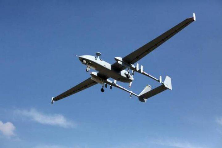 طائرة استطلاع إسرائيلية تستهدف مجموعة شبان في غزة