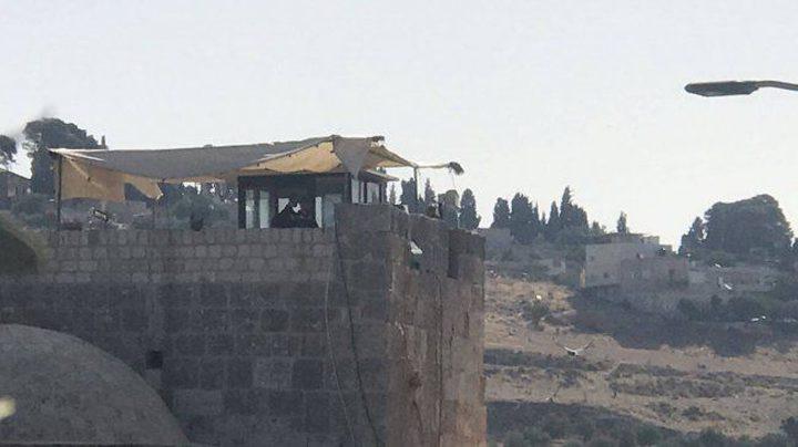 """الاحتلال يضيق على """"باب الرحمة"""" بنقطة مراقبة"""