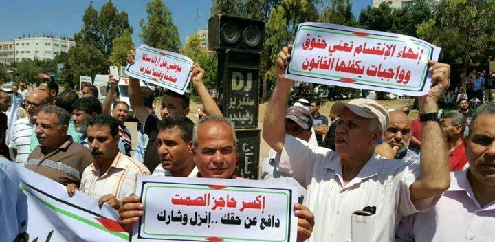 """عراك بالايدي خلال تظاهرة في غزة واتهامات لـ""""أمن حماس"""" بالاعتداء على المسيرة (فيديو)"""