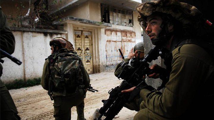 الاحتلال يداهم منزلاً في صانور ويكثف من تواجده العسكري في جنين