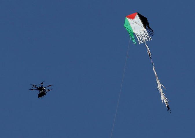 """""""طائرات غزة الورقية"""" مادة تحريضية على قتل الفلسطينيين"""
