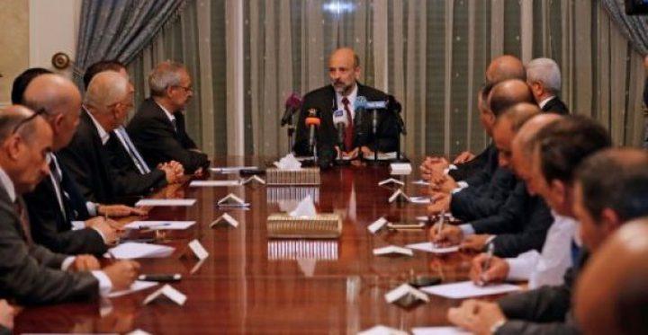 بعد إجتماع للحكومة الأردنية الجديدة..الرزاز يقر بوجود نفقات غير مبررة لوزارات وأجهزة أمنية