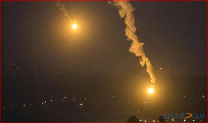 زوارق الاحتلال تطلق قنابل ضوئية في عرض بحر خانيونس