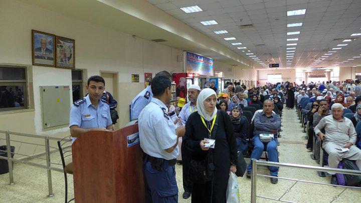 الاحتلال يمنع 15 مواطنًا من السفر عبر معبر الكرامة