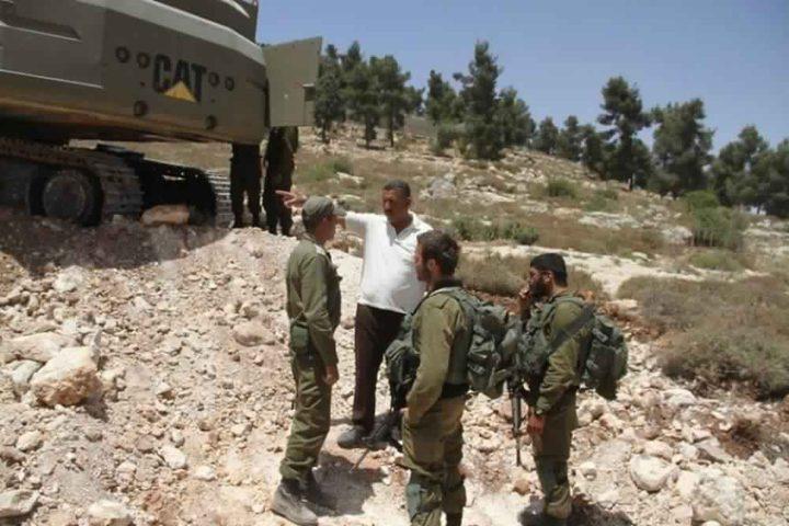 قوات الاحتلال تستولي على حفار ومعدات شرق بيت لحم