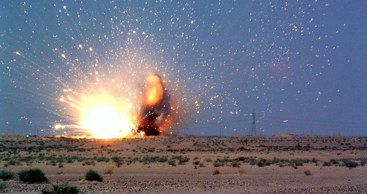 الاحتلال يفجر عبوات ناسفة قرب السياج الفاصل شرق غزة