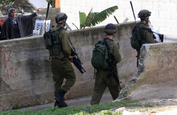 """قوات الاحتلال تقتحم حي """"سطح مرحبا"""" في البيرة"""