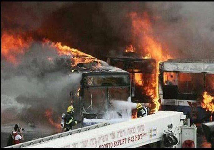 حريق هائل في موقف للحافلات داخل مدينة بئر السبع المحتلة