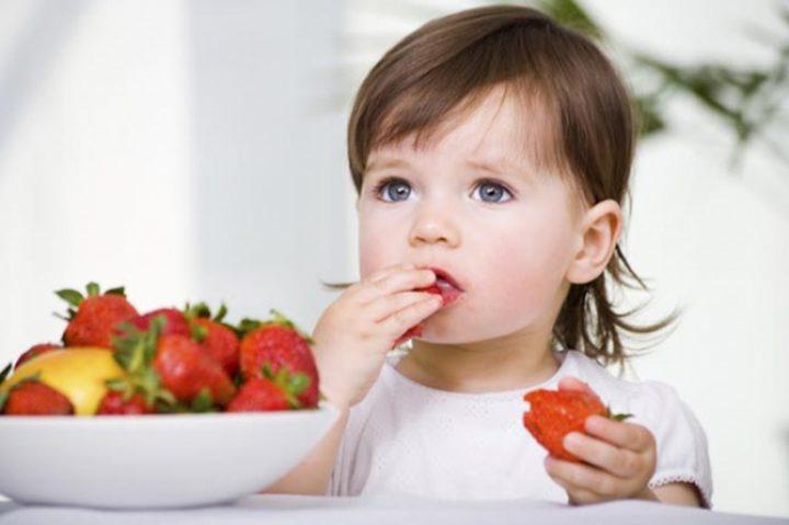 5 نصائح لتجعل طفلك يتناول طعاماً صحياً