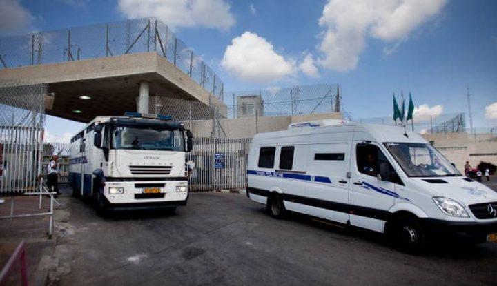 الاحتلال ينقل الأسير المضرب عن الطعام حسن شوكة إلى عزل الرملة