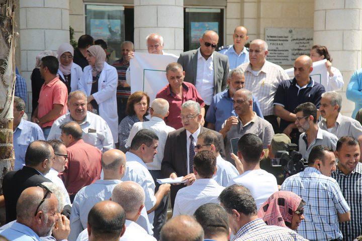 المحافظ أبو بكر يعلن عن تجميد قرار إغلاق مستشفى جمعية الهلال الأحمر بطولكرم لمدة شهر